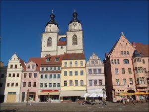 Marktplatz mit Blick auf Stadtkirche in Wittenberg.